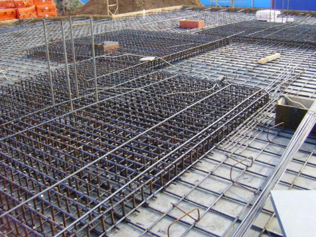 Поскольку любая несущая конструкция подвергается комбинированным нагрузкам, необходим материал, удовлетворяющий нескольким требованиям