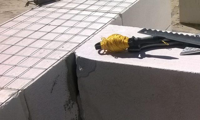Также производителя газоблоков предусматривают возможность использования стеклопластиковой арматуры