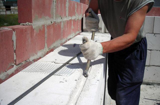 Также межрядовое армирование стен может выполнятся кладочной сеткой из проволоки толщиной не менее 3 мм