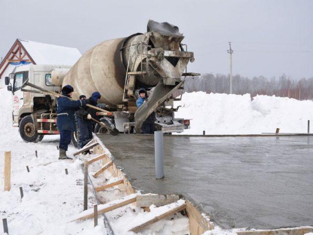 В зимний период стенки котлованов и траншей будут иметь высокую прочность, они не будут разрушаться