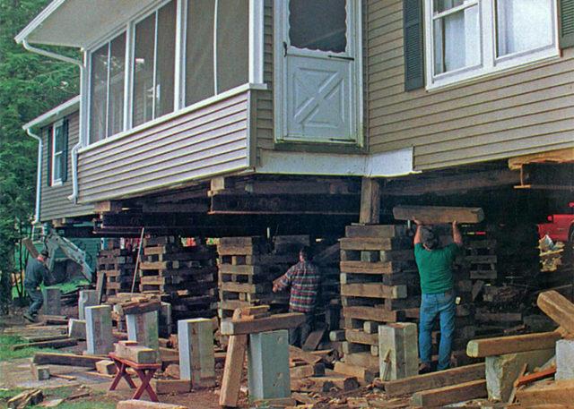 Поднимать дом необходимо строго в указанной последовательности