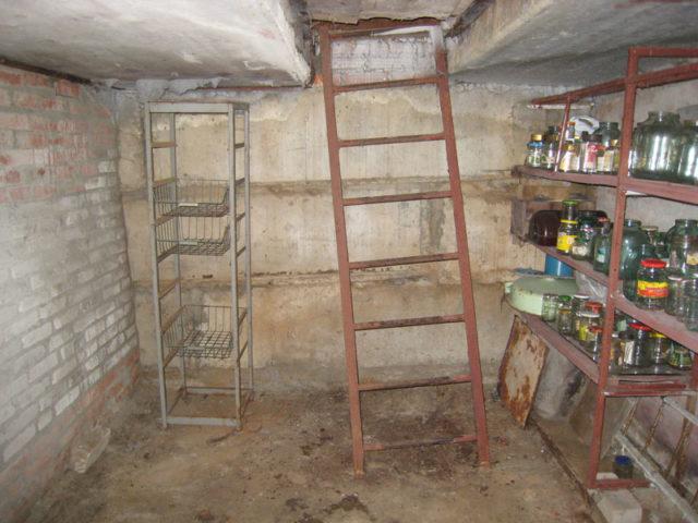 В уже построенном гараже тоже можно сделать погреб, но на это понадобится больше времени и сил