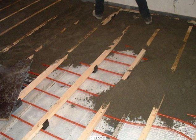 Согласно действующим стандартам, нагрузка для жилых и бытовых помещений предполагает устройство стяжки для системы водяного теплого пола толщиной порядка 65-70 мм