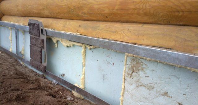 Наружное утепление защищает фундамент и стены от влияния отрицательной температуры и влаги