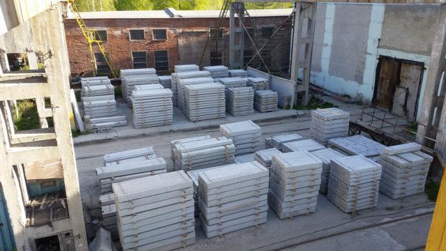 Жесткость и прочность на сжатие обеспечивает бетон, а прочность на растяжение увеличивается благодаря стальной арматуре