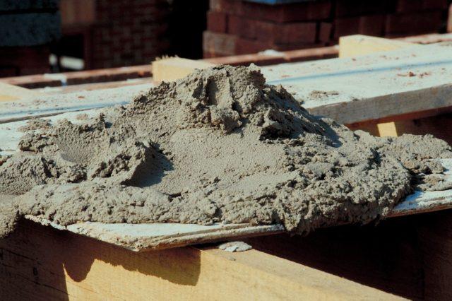 Он необходим на всех этапах любого строительного процесса, начиная от обустройства фундамента и заканчивая внутренней отделкой помещений