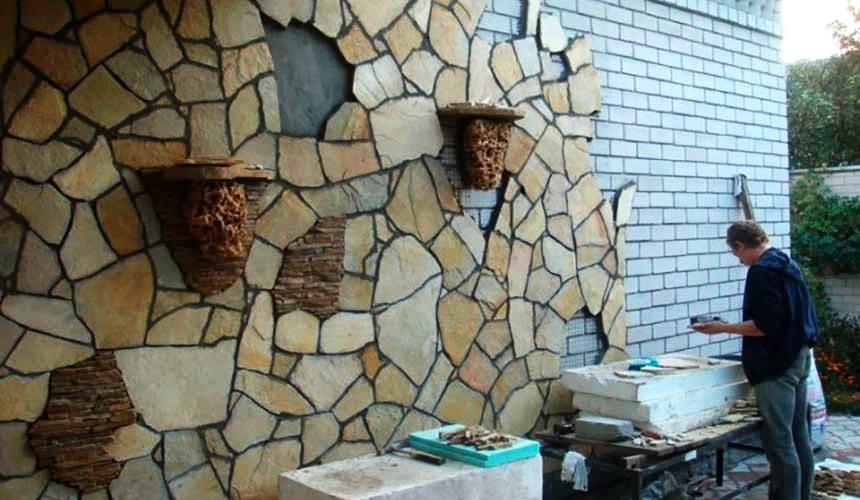 Декорирование стен природным камнем