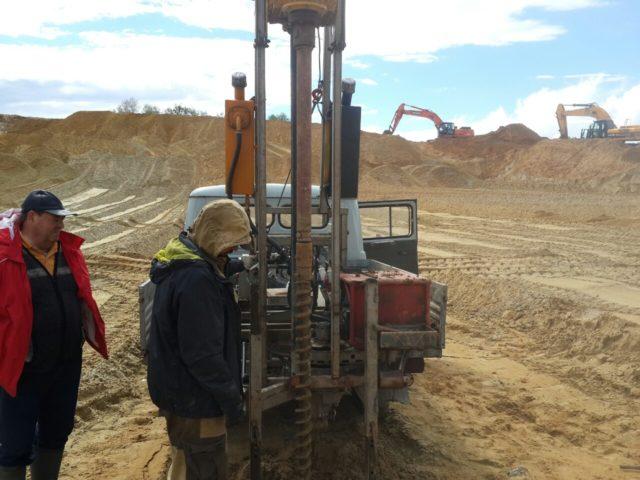 Воды попросту может оказаться маловато, или вообще песчаный слой будет без нее