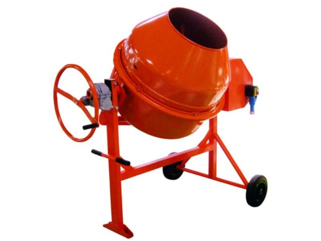 Все модели Лебедянь объемом от 150 л и выше комплектуются двумя видами приводных моторов: на 220 и 380 В