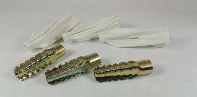 Пластиковые крепежи ценятся за легкость, стойкость к коррозии и многофункциональность