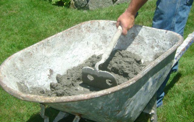 Разводить основной ингредиент нужно до такой степени, пока смесь не будет напоминать сметану