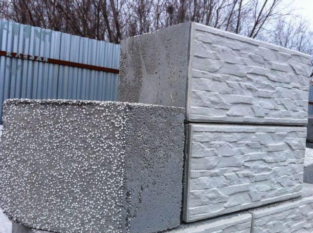 Промышленным способом выпускают перегородочные и стеновые блоки, которые могут быть пустотелыми или полнотелыми