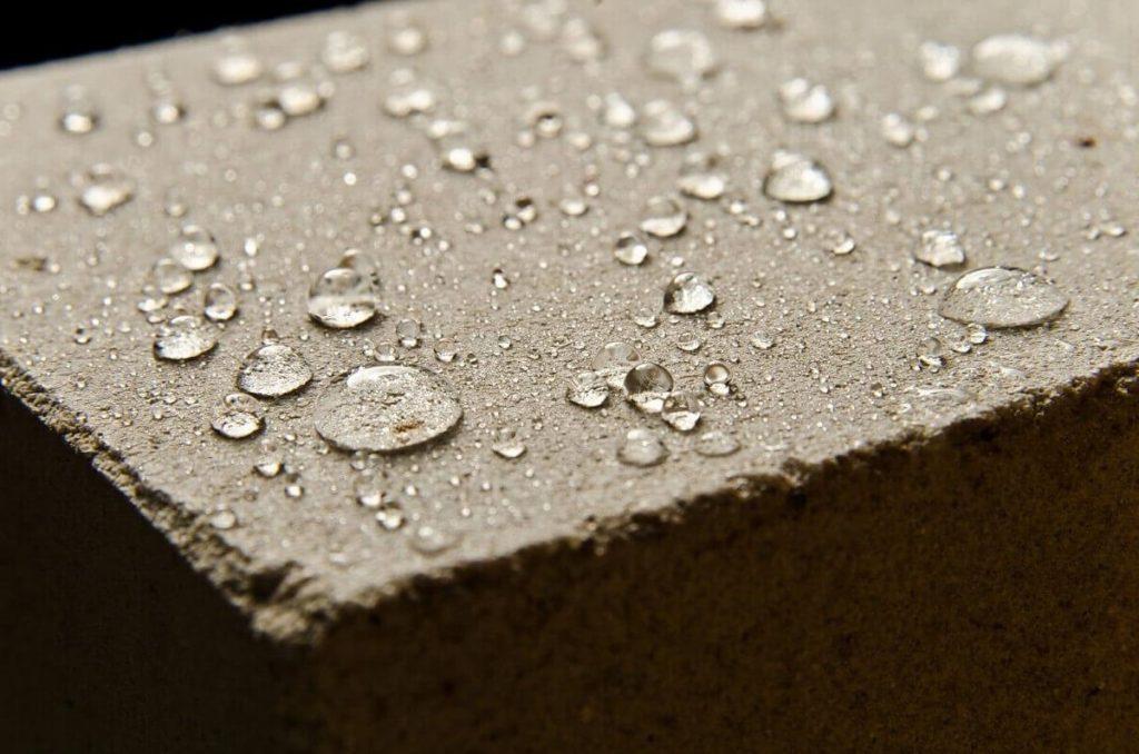 Какие бывают пропитки для бетона от воды