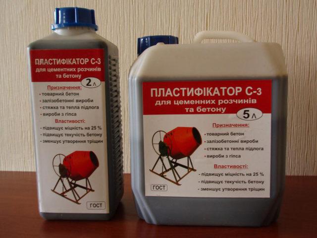 Пластификатор продается в двух видах — жидкость и порошок