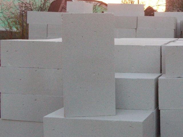 На сегодняшний день одним из самых популярных материалов в строительстве является газобетон