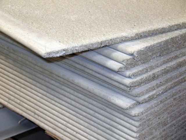 Материал отличается доступной стоимостью, в связи с чем пользуется у строителей и отделочников большой популярностью