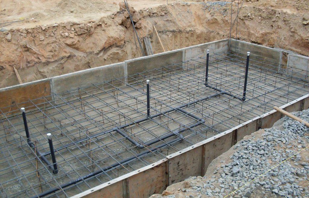 Заливка дна бетоном