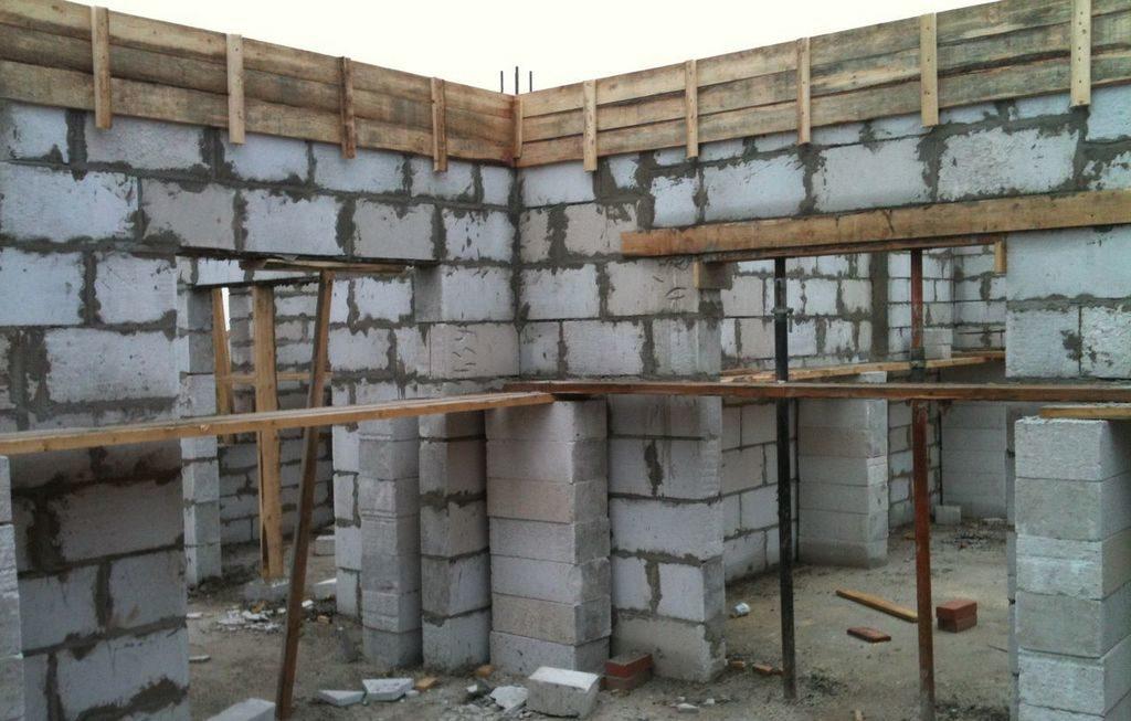 Третий пояс предназначен для стяжки стен