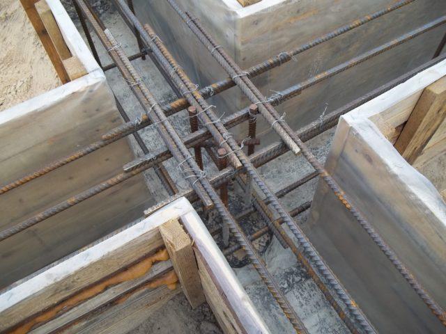 Бетон в чистом виде не может гарантировать прочности основания сооружения