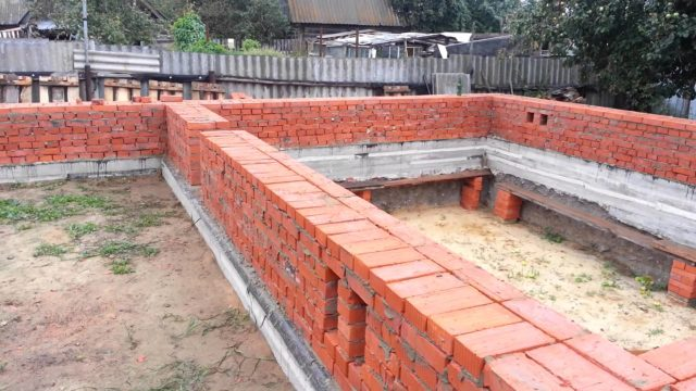 При возведении здания допускается использовать только одинаковую по диаметру и другим параметрам арматуру