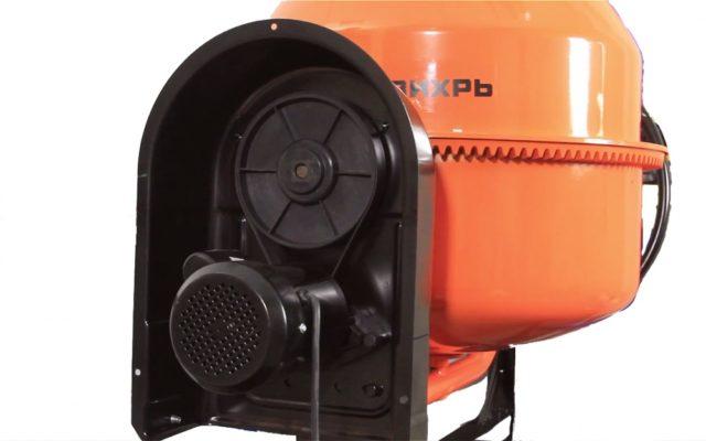 Аппарат не требует особого ухода, емкость окрашена и не поддается коррозии, электрический привод защищен крышкой