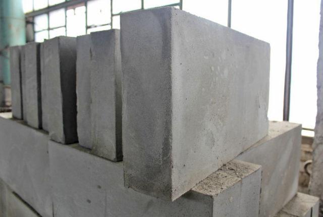 В последние годы блоки из ячеистого бетона набирают популярность в качестве конструкционного стенового материала