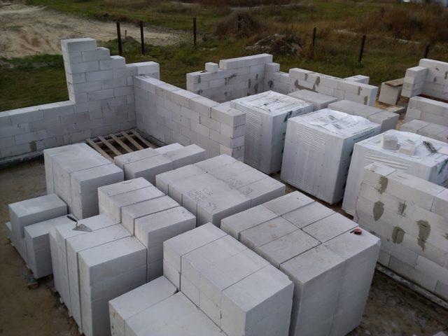 Газобетонный блок - универсальный строительный материал, обладающий отличными характеристиками и простотой применения