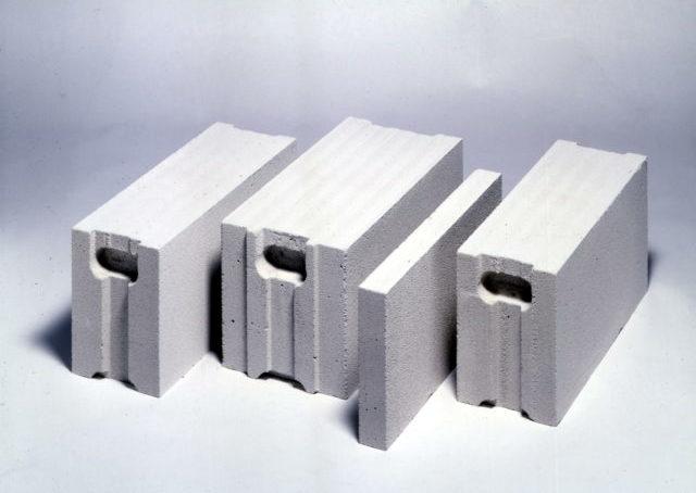 Ячеистый бетон — искусственный пористый строительный материал на основе минеральных вяжущих и кремнезёмистого заполнителя
