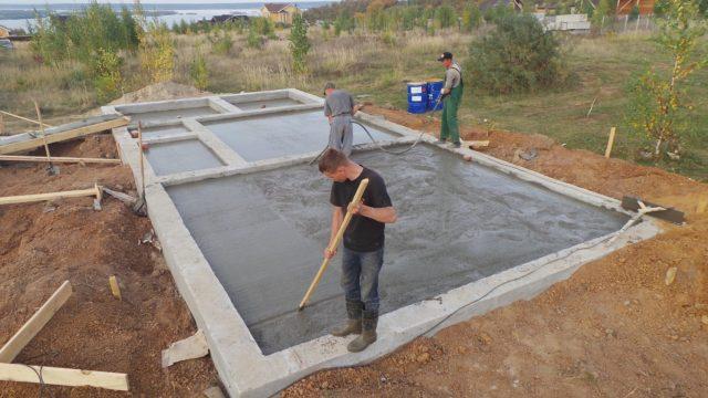 Вполне вероятно, что для вашего дома надежнее и экономически целесообразнее заливать плитный фундамент