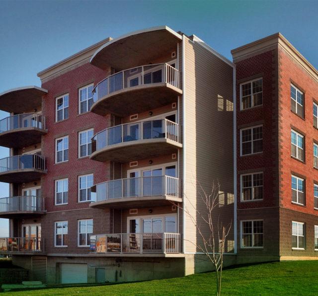 Для придания строению большей респектабельности и привлекательности нередко практикуется отделка бетонных поверхностей облицовочными материалами