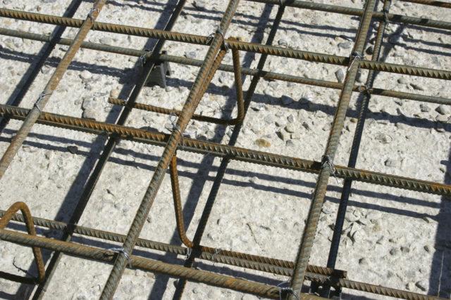 Дистанция же между парами стыков, расположенных рядом друг с другом, при нахлесточном соединении принимается не ниже 30 мм
