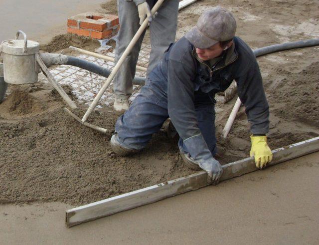Приветствуется использование пескобетона для стяжки, в том числе уклонообразующей
