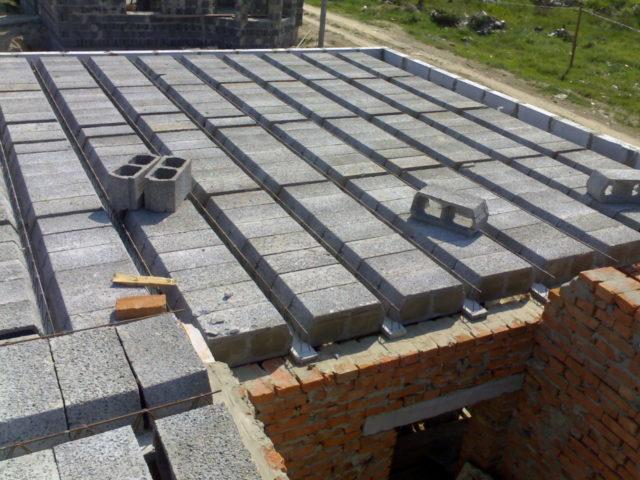 Обратите внимание на план несущих стен, предоставленный снизу