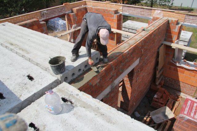 Перекрытия из плит можно выполнять как в отапливаемых, так и в неотапливаемых помещениях