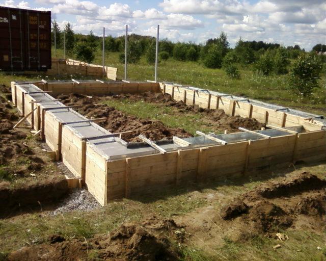 Строительство делят на несколько этапов, это помогает лучше ориентироваться во время работы