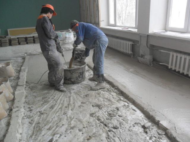 Превышение пропорции делает бетон трудноукладываемым, существует риск его застывания прямо в емкости