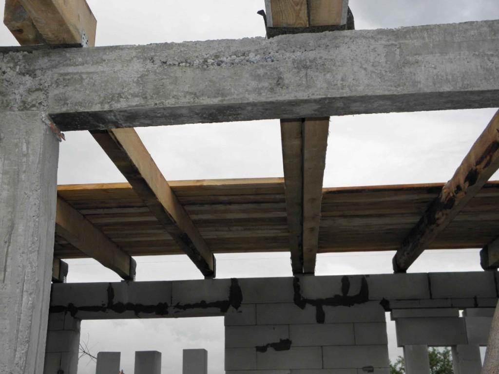 деревянный дом с бетонными перекрытиями
