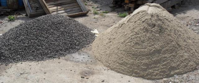 Если будете бетонный пол просто обрабатывать пропиткой или красить, то никаких добавочных сантиметров не требуется