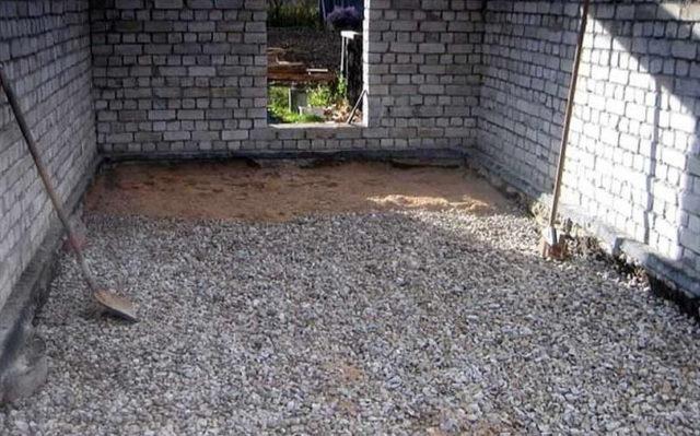 Подушка состоит из утрамбованных щебня и песка