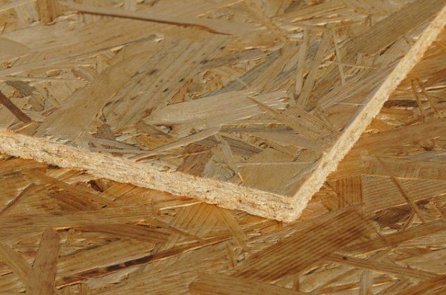 Внешне напоминает древесно-стружечную плиту, но в новом материале есть существенное отличие
