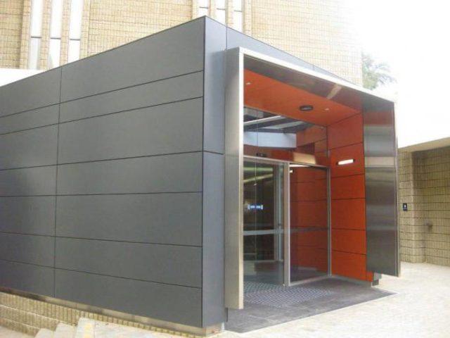 Присутствие в составе фибры и особая технология производства обеспечивают хорошие свойства в эксплуатации, эстетичный внешний вид фасада