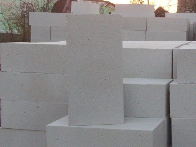 Что лучше: керамзитобетонные блоки, или газобетонные блоки?