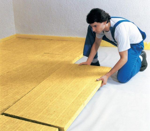 Как утеплить бетонный пол?