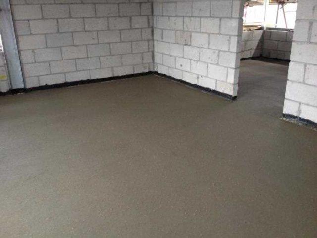 Преимущества и недостатки бетонного пола для дома