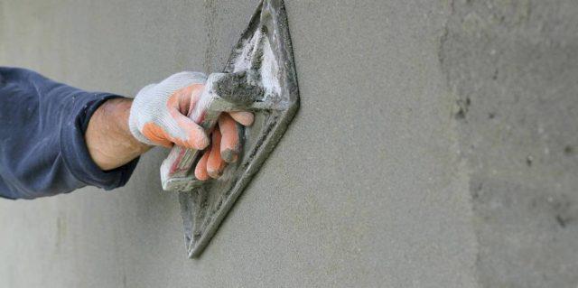 Как оштукатурить стену цементно песчаным раствором?