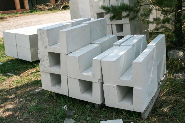Какие перемычки лучше для стен из газобетона?