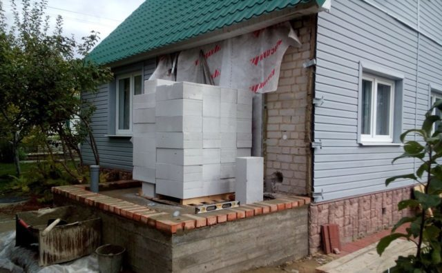 Как сделать пристройку из пеноблоков к дому?