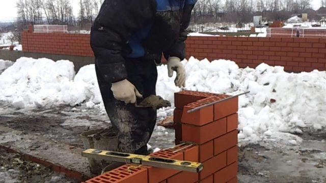 Кладка кирпича и газоблока зимой при отрицательных температурах