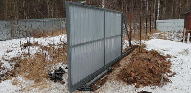 Можно ли ставить забор зимой — советы экспертов