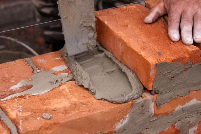Противоморозные добавки для кладки кирпича и заливки бетона зимой